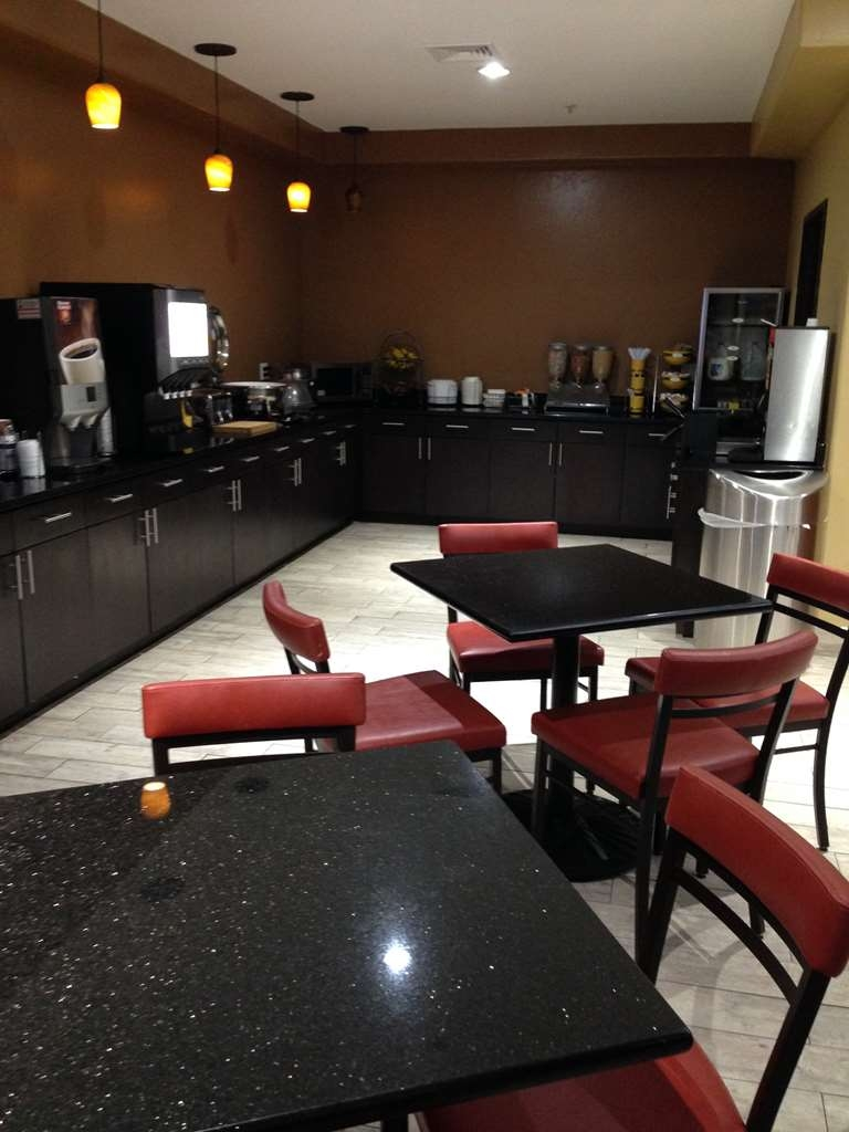 Best Western Greentree Inn & Suites - Our free full breakfast includes your choice of breads, cereal, fruit, hot eggs, hot meat, and other hot items.