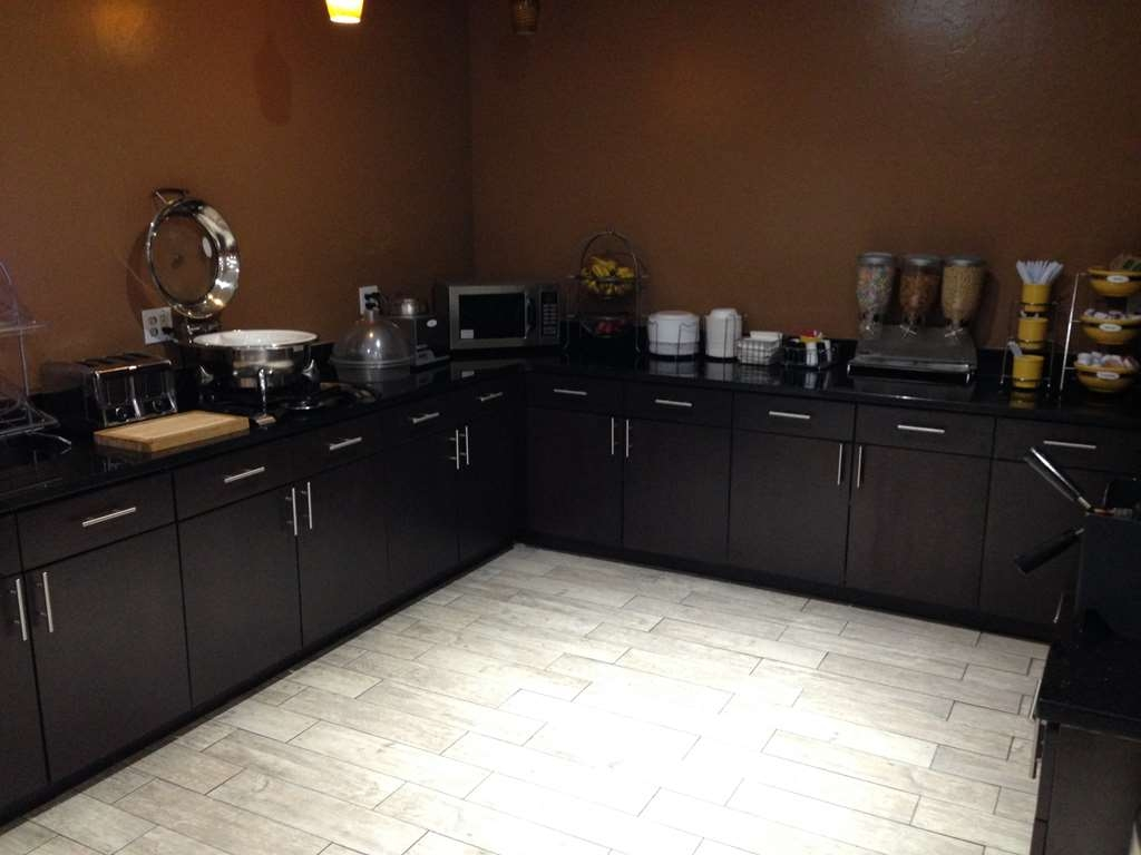 Best Western Greentree Inn & Suites - Breakfast Room