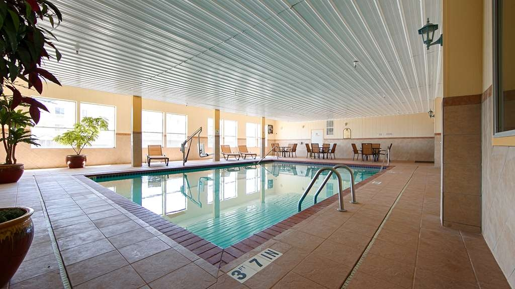 Best Western Greentree Inn & Suites - Jump into our relaxing indoor pool for a swim during your visit.