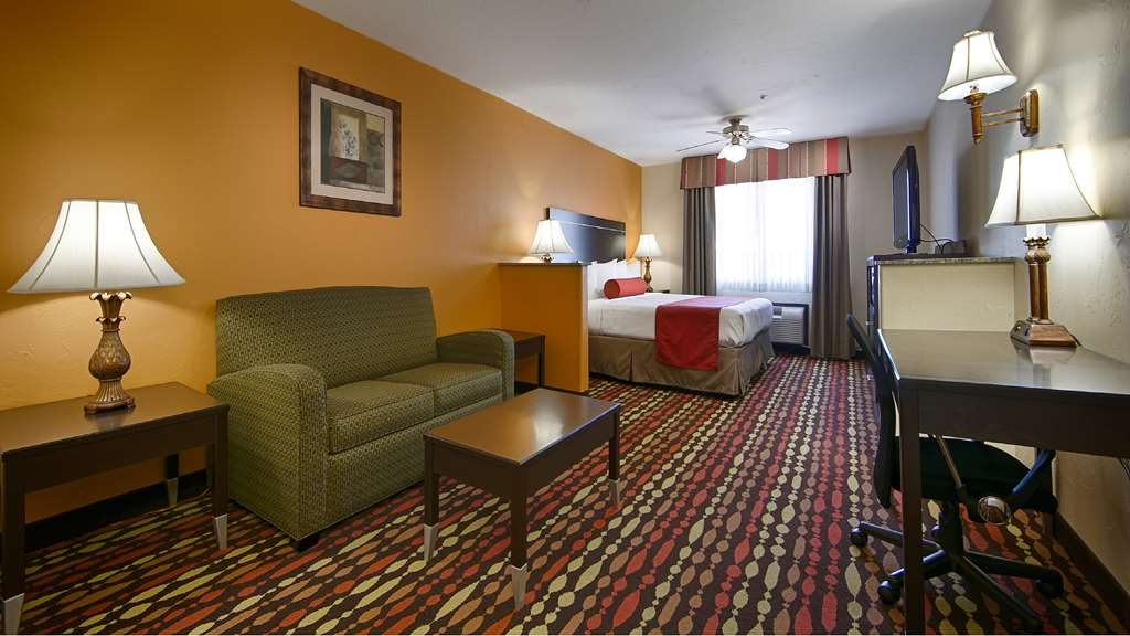 Best Western Greentree Inn & Suites - Looking for a little bit of extra place? Make a reservation in our king rooms featuring a sofa bed.