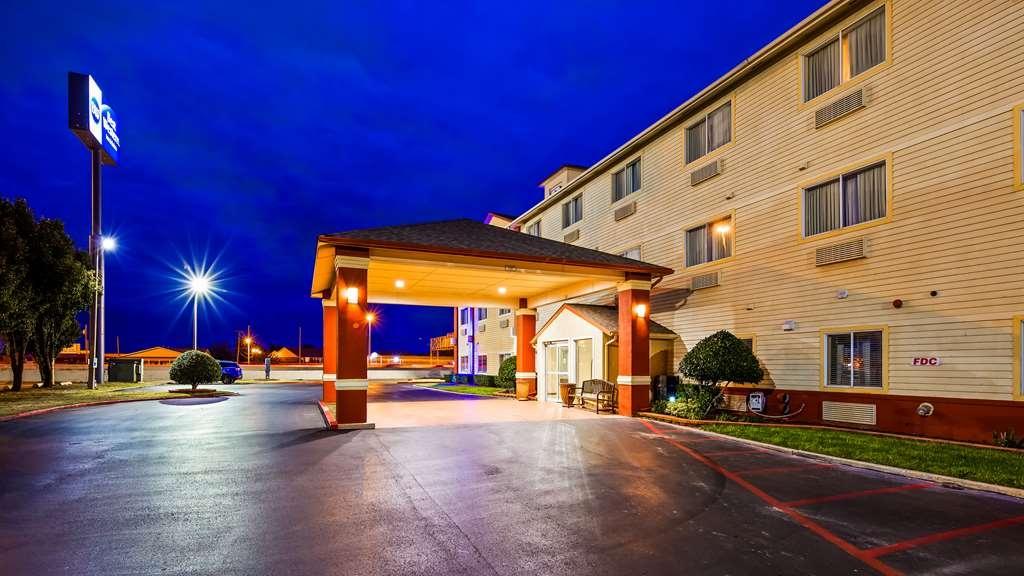 Best Western Greentree Inn & Suites - Façade