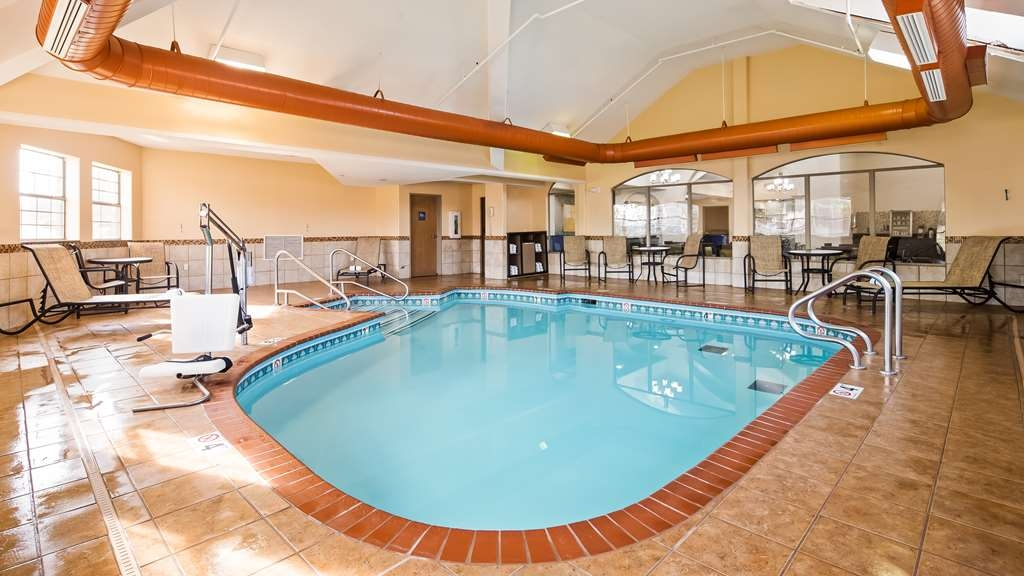 Best Western Plus Tulsa Inn & Suites - Poolansicht