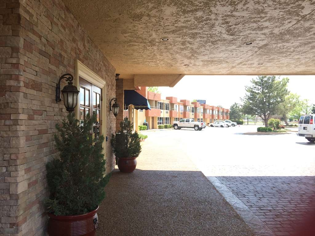 Best Western Plus Lawton Hotel & Convention Center - We make each guest our top priority and we won't rest until you're happy.
