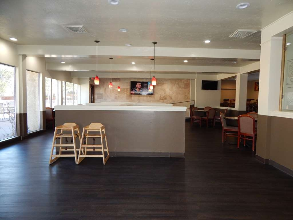 Best Western Plus Lawton Hotel & Convention Center - Breakast Area