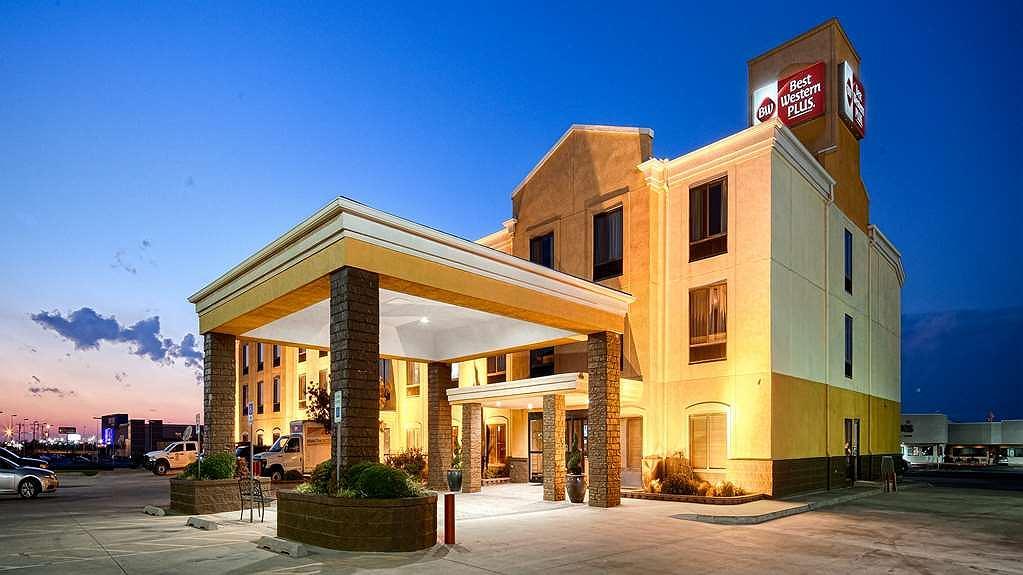 Best Western Plus Memorial Inn & Suites - Facciata dell'albergo