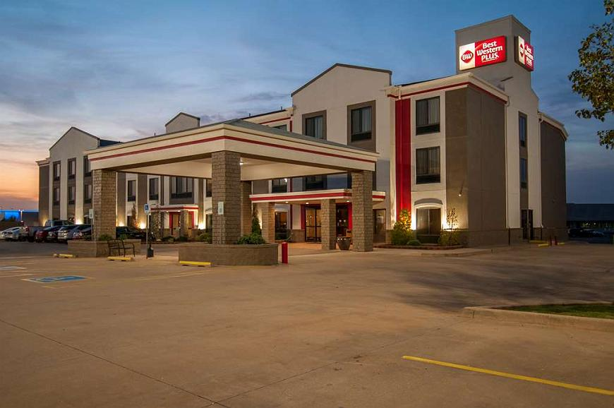 Best Western Plus Memorial Inn & Suites - night