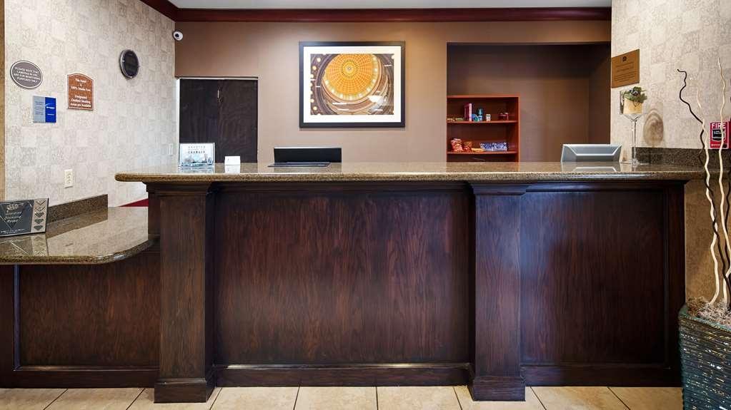 Best Western Plus Memorial Inn & Suites - Vista del vestíbulo