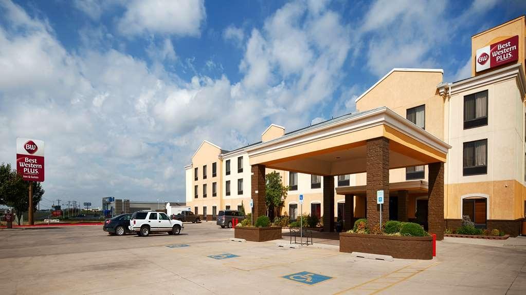 Best Western Plus Memorial Inn & Suites - Vista Exterior