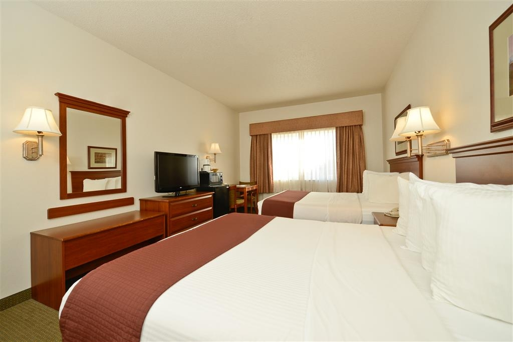 Best Western Blackwell Inn - Keep the kids entertained with our flat screen TV and high-speed Internet access.