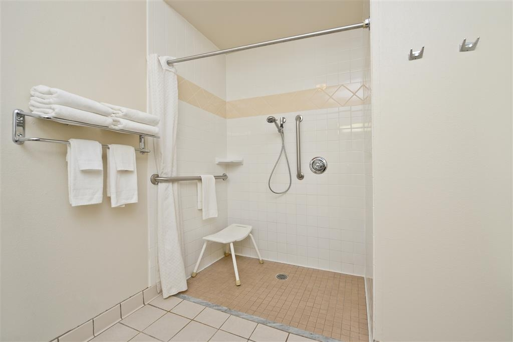 Best Western Blackwell Inn - Prepare for your day in our spacious guest bathrooms.