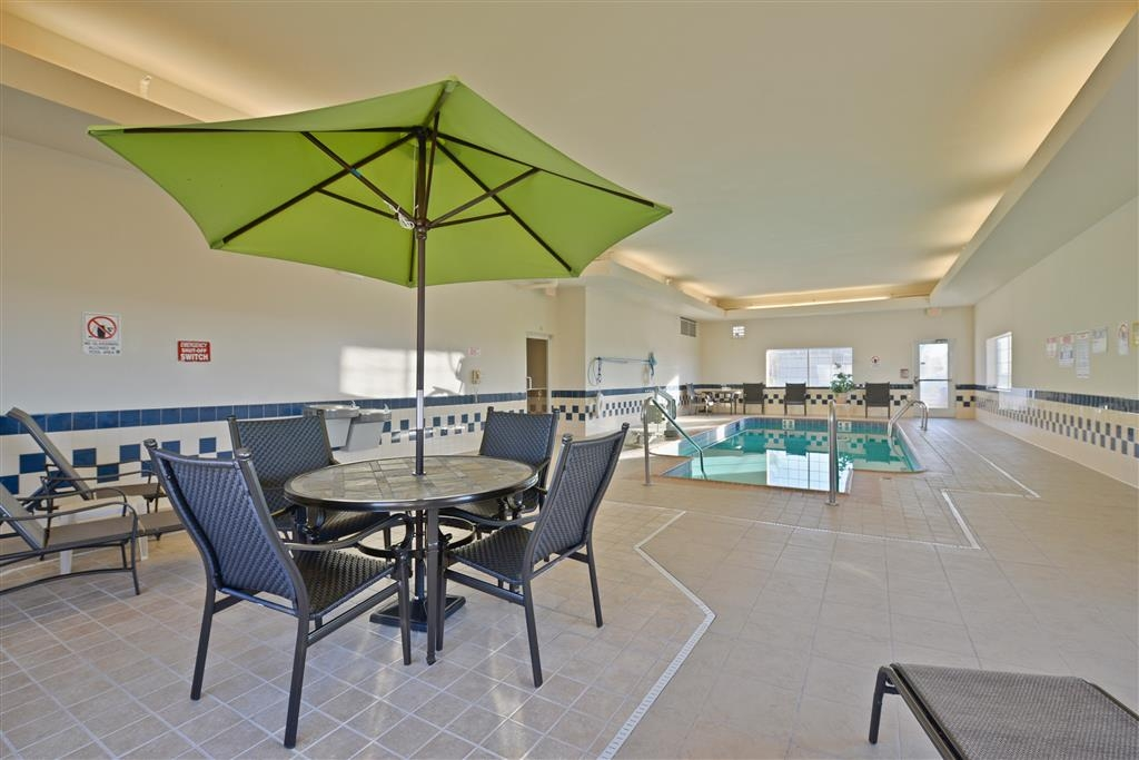 Best Western Blackwell Inn - Relax and unwind by our indoor swimming pool.