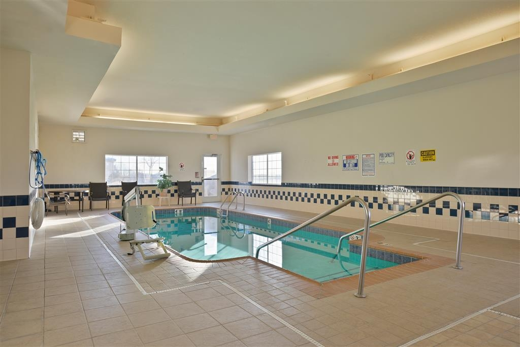 Best Western Blackwell Inn - Go for a swim and have some family fun in our indoor swimming pool.
