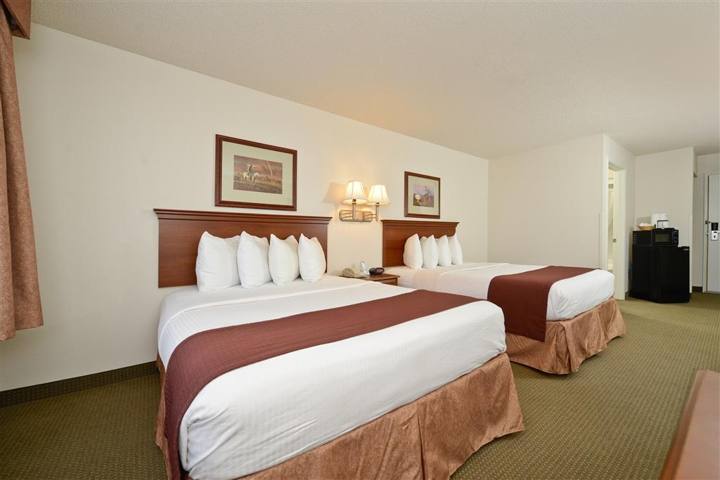 Best Western Blackwell Inn - You'll rest and rejuvenate in our tastefully appointed, sizeable guest rooms with 2 queen beds.