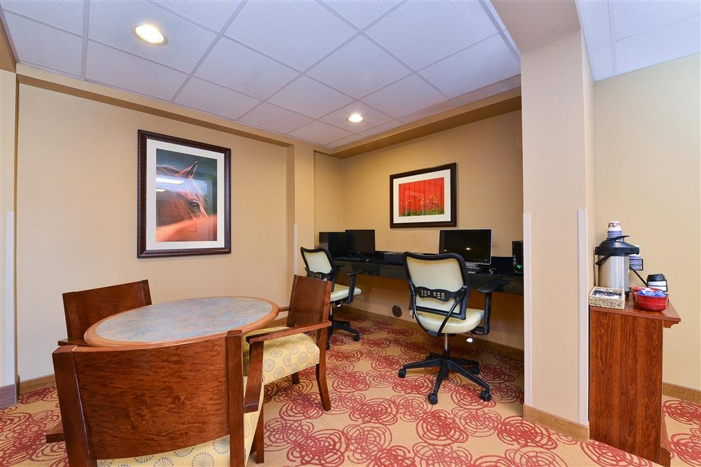 Best Western Blackwell Inn - Take care of business in our spacious business center. Send emails, update your status, or just surf the Internet.