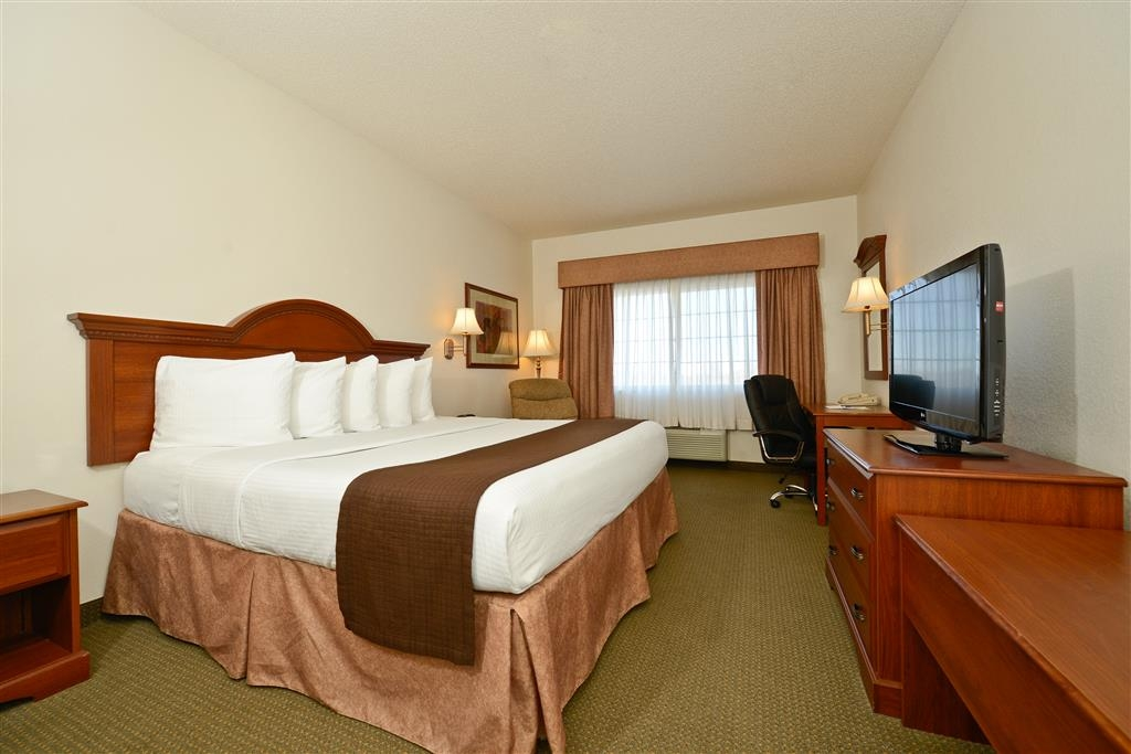 Best Western Blackwell Inn - Get some work done in our king guest room with a desk area and high-speed Internet access.