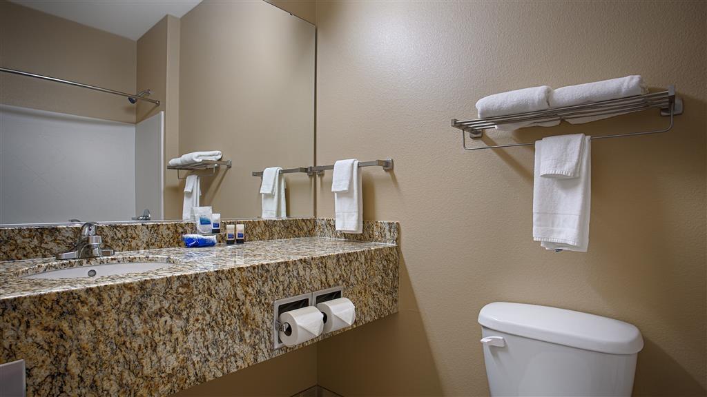 Best Western Blackwell Inn - Guest Bathroom
