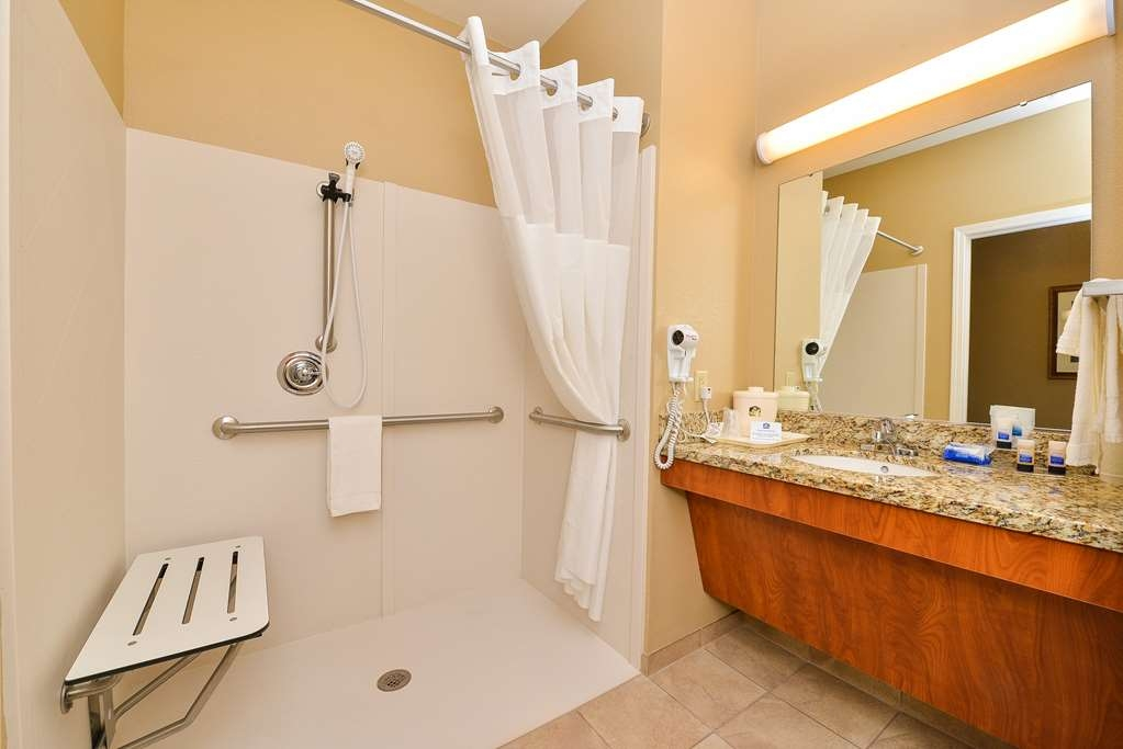 Best Western Blackwell Inn - Mobility Accessible Guest Bathroom