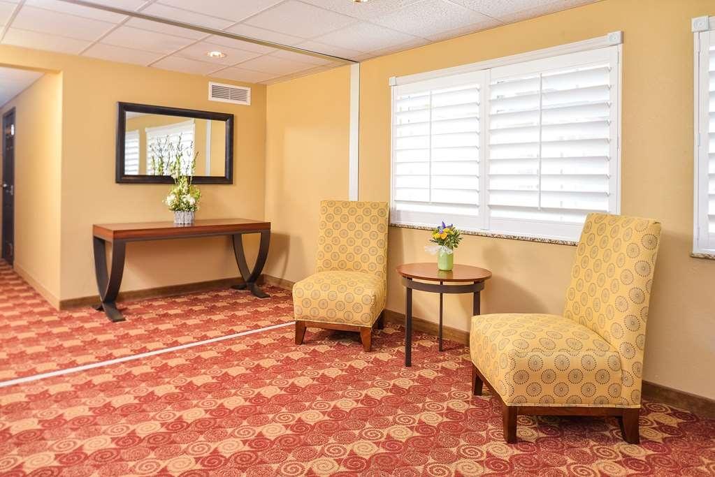 Best Western Blackwell Inn - Lobby
