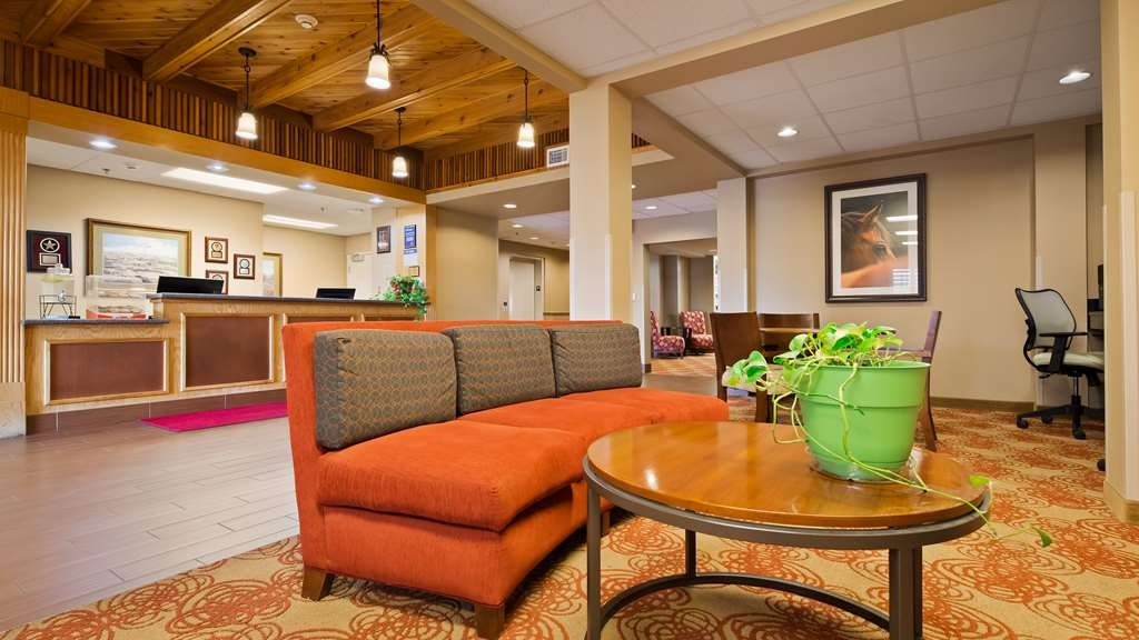Best Western Blackwell Inn - Lobby and Sitting Area