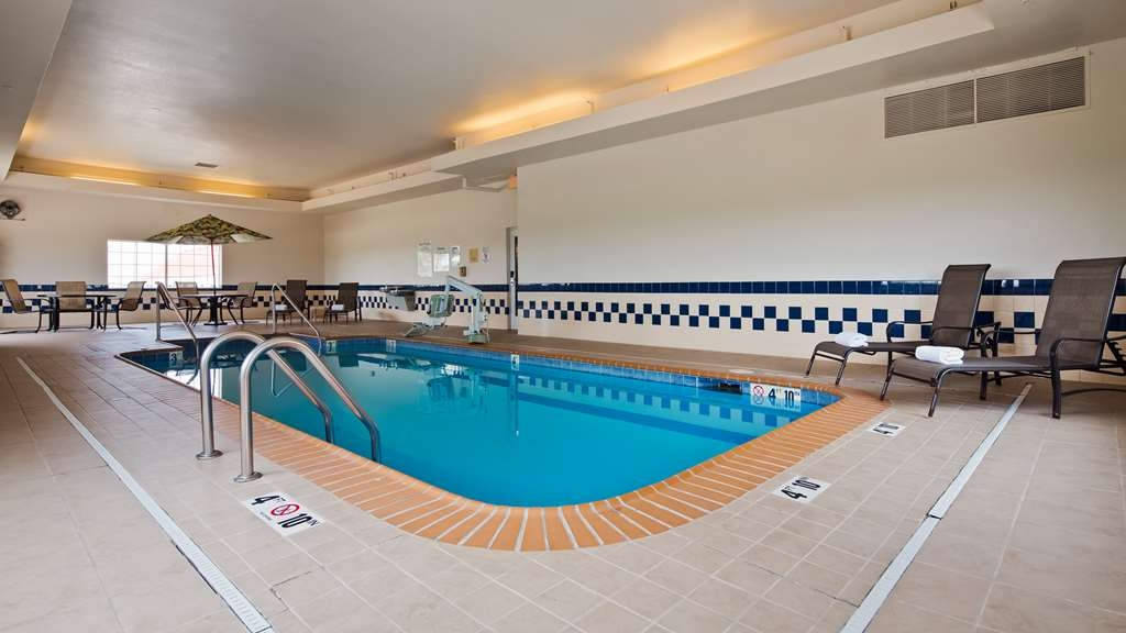 Best Western Blackwell Inn - Poolansicht