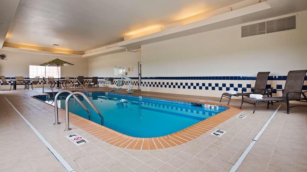 Best Western Blackwell Inn - Pool Area
