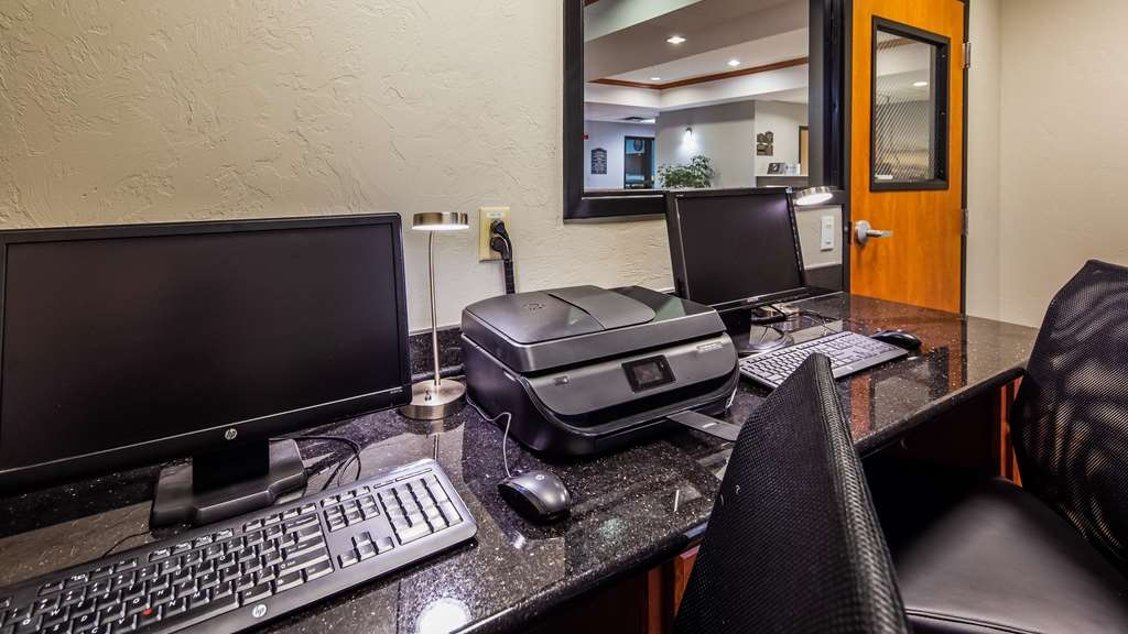 Best Western Plus Midwest City Inn & Suites - Stay productive during your time away from home in our business center.