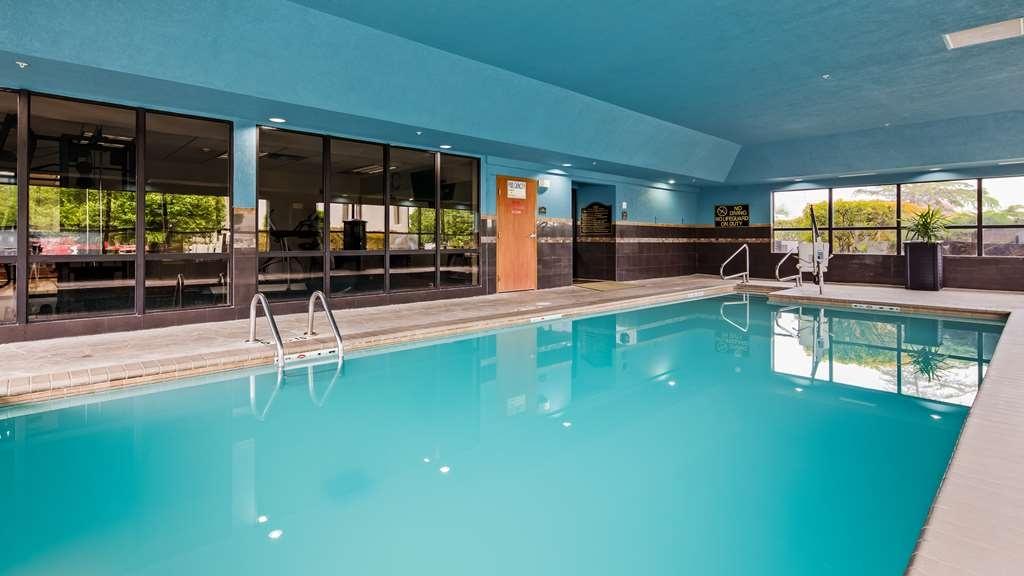 Best Western Plus Midwest City Inn & Suites - Piscina