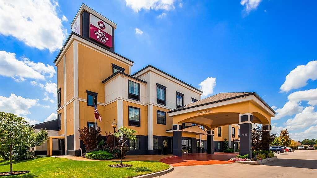Best Western Plus Barsana Hotel & Suites - Located at I 240 and Western we are centrally located to shop's, food Bricktown and OU Football. The perfect location for that vacation or business trip.