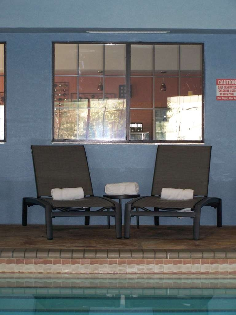 Best Western Plus Barsana Hotel & Suites - Relax in the pool area on our comfortable brand new pool chairs.