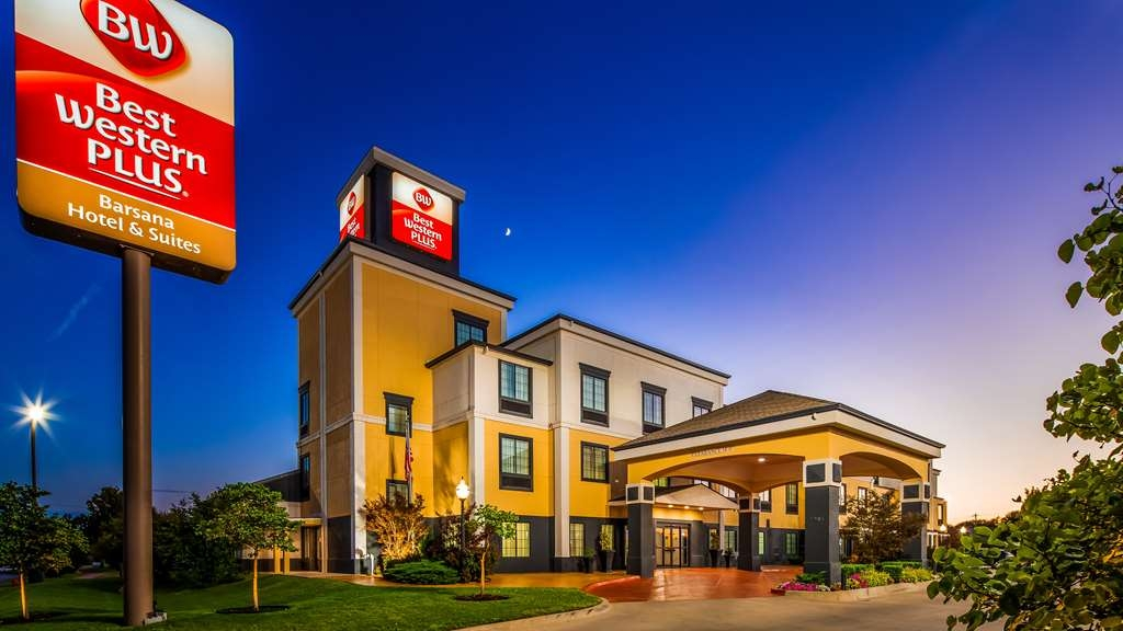 Best Western Plus Barsana Hotel & Suites - Sit back & relax while you bask in the splendor of our Oklahoma evenings.