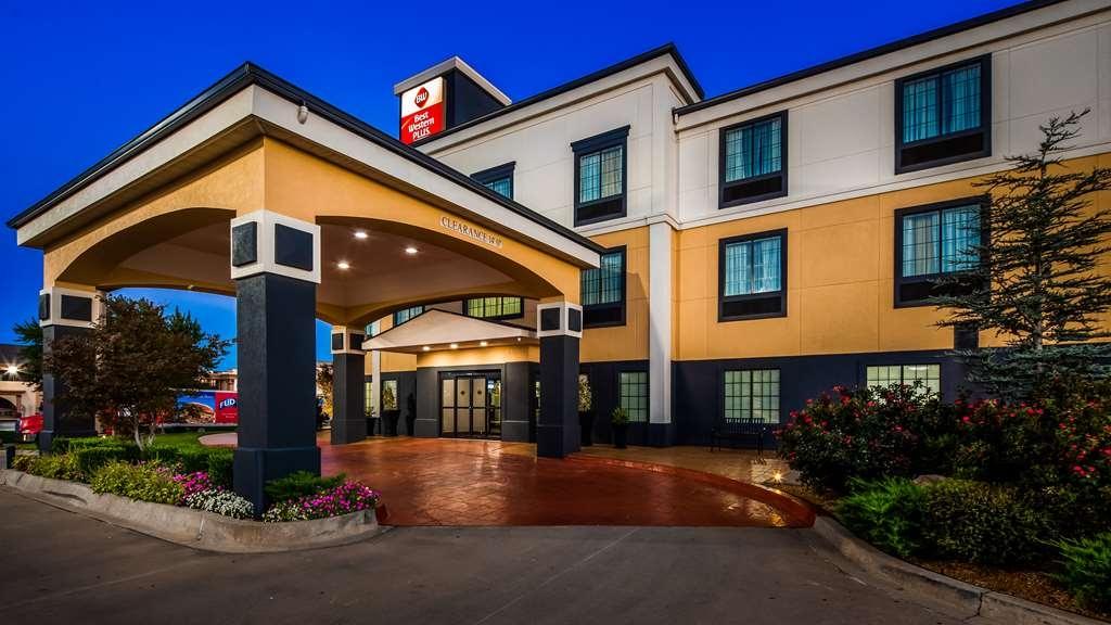Best Western Plus Barsana Hotel & Suites - Außenansicht