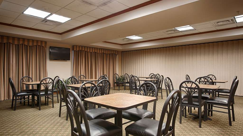 Best Western Seminole Inn & Suites - Sit down and enjoy the morning news while sipping a delicious cup of 100% Arabica coffee.
