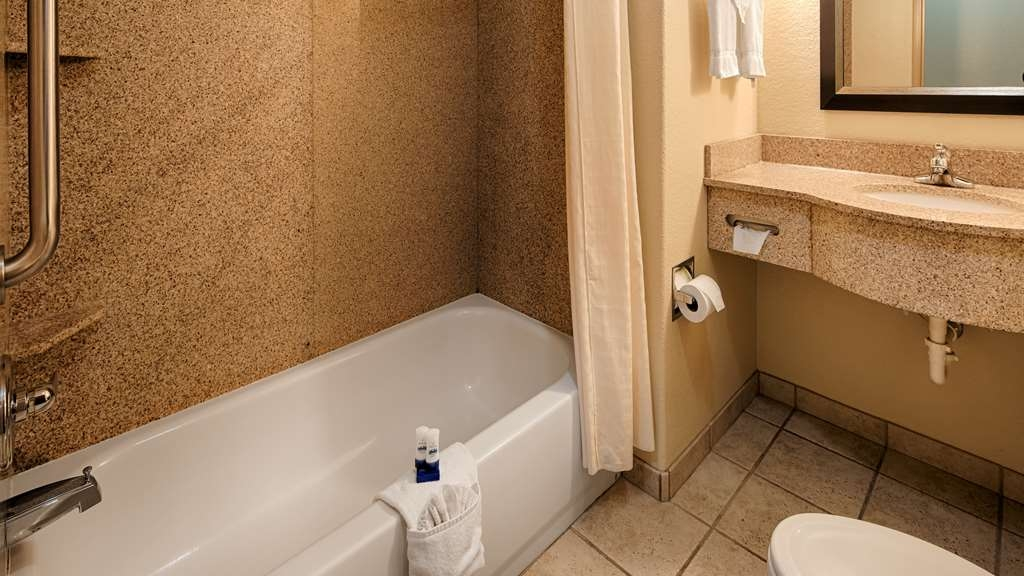 Best Western Plus Guymon Hotel & Suites - Enjoy getting ready for the day in our fully equipped guest bathrooms.