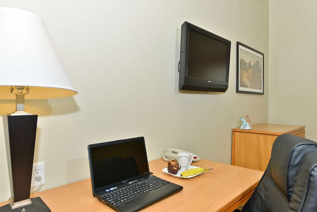 Best Western Plus Guymon Hotel & Suites - Check emails or look up local attraction from the comfortable desk area in every guest room and suite.
