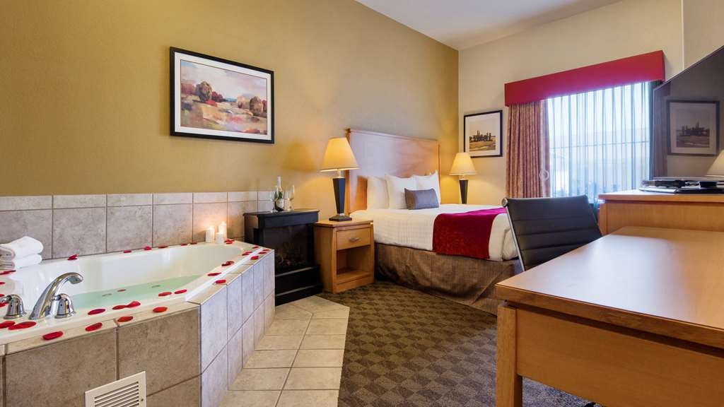 Best Western Plus Guymon Hotel & Suites - King Suite with Whirlpool Jacuzzi Tub. This room is also handicap accessible.