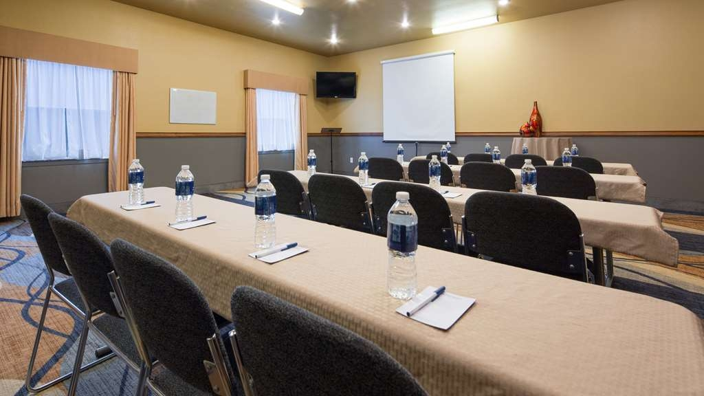 Best Western Plus Guymon Hotel & Suites - Our multi-functional meeting room can be set for an array of events. Catering services are available or allow food brought in.