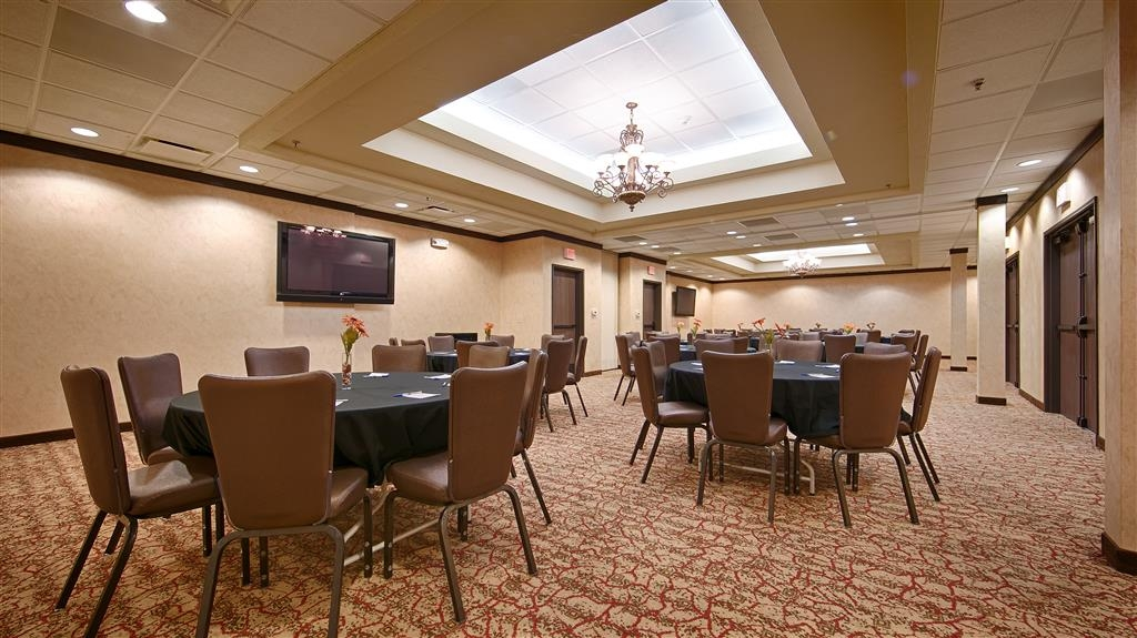 Best Western Plus Cimarron Hotel & Suites - The Ponderosa and Cheyenne Rooms can be used separately or together. Combined, a total of 80 people can be accommodated or 40 if the space is divided.