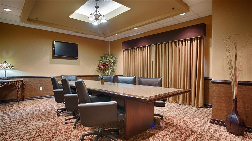 Best Western Plus Cimarron Hotel & Suites - The Board Room is perfect for your small meeting. It can accommodate up to 15 people and includes a large board table.