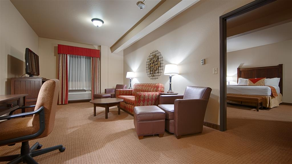 Best Western Plus Cimarron Hotel & Suites - Our Double Queen Suite is a two room suite. It features a bedroom and adjoining living area with sofa bed.