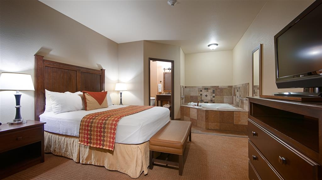 Best Western Plus Cimarron Hotel & Suites - The Double Queen Whirlpool Suite features two separate bedrooms, a full plus half bath, and an in-room whirlpool tub.