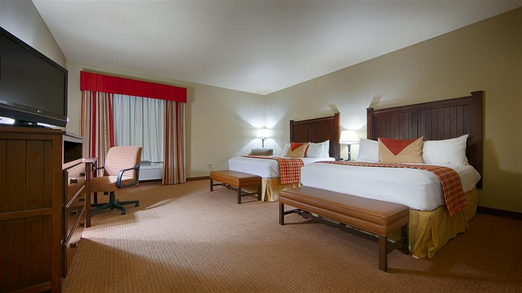 Best Western Plus Cimarron Hotel & Suites - Our standard Double Queen Room features a desk with chair, refrigerator, and microwave.