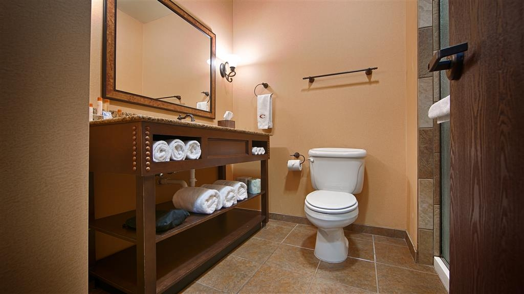 Best Western Plus Cimarron Hotel & Suites - Get ready for a day full of adventure in our guest bathroom.