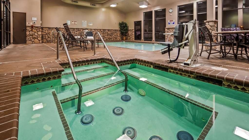 Best Western Plus Cimarron Hotel & Suites - Vista de la piscina