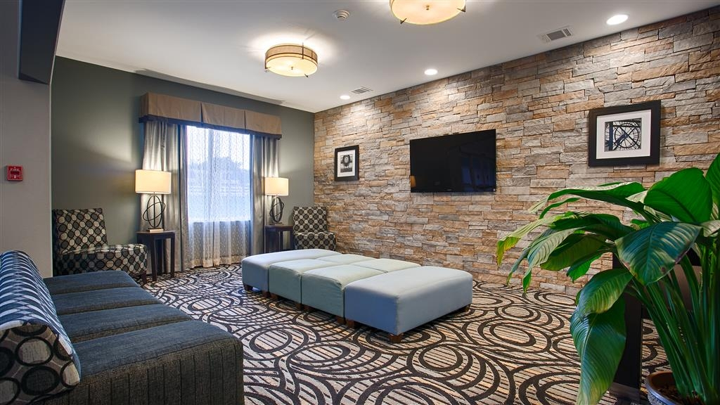 Best Western Plus Sand Bass Inn & Suites - Our lobby is the perfect spot to relax after a long day of work and travel.