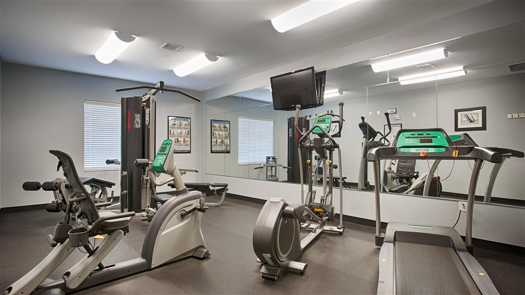 Best Western Plus Sand Bass Inn & Suites - Stay fit in our 24-hour fitness center that includes a universal gym, a stationary bike and a treadmill.