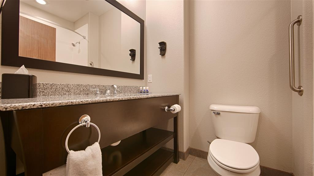 Best Western Plus Sand Bass Inn & Suites - Enjoy getting ready for the day in our fully equipped guest bathrooms.