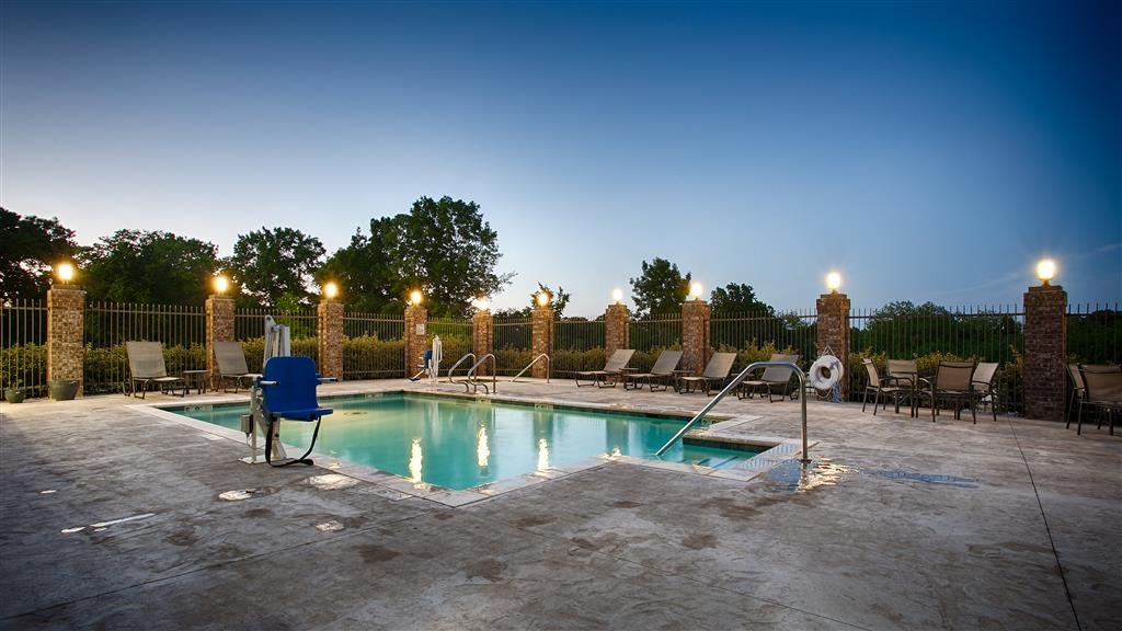 Best Western Plus Sand Bass Inn & Suites - Take a refreshing dip or swim some laps in our outdoor pool.