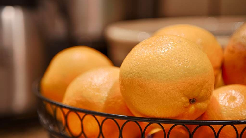 Best Western Plus Sand Bass Inn & Suites - We offer several fruit options for an easy grab and go option.