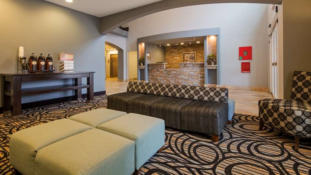 Best Western Plus Sand Bass Inn & Suites - Lobby & Front Desk