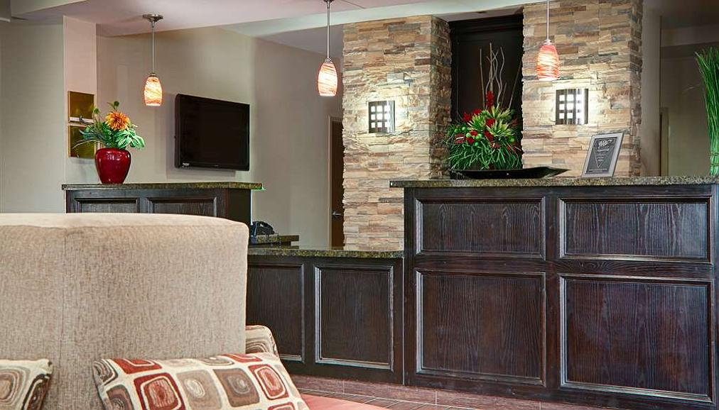Best Western Plus Cushing Inn & Suites - Lobby and Front Desk